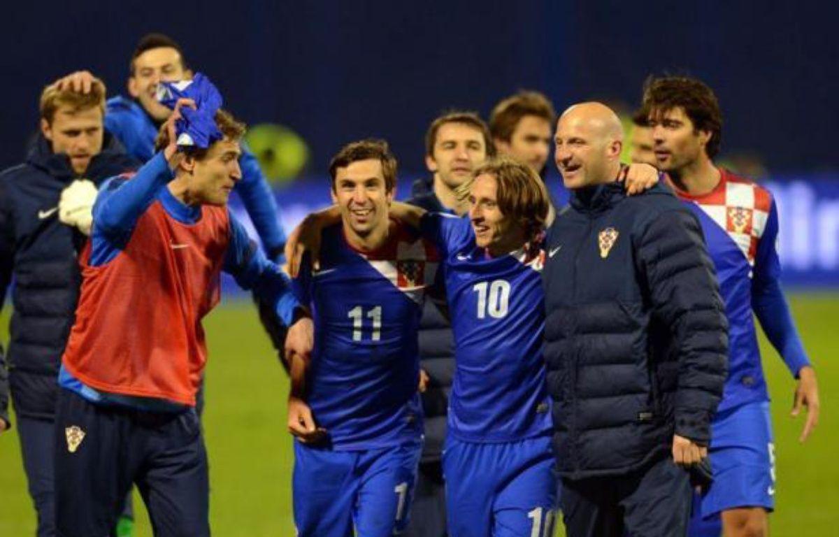 """La Croatie s'est imposée face à la Serbie 2 à 0 lors du premier match entre les deux anciens ennemis depuis la guerre d'indépendance croate (1991-95), vendredi sur fonds de chants des supporteurs croates clamant """"tue le Serbe"""" – Dimitar Dilkoff AFP"""