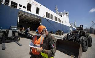 An Emirati ship leaving for Lebanon with 2,400 tons of aid - Teller Report