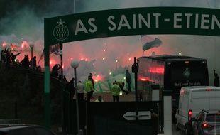 Le bus des joueurs de l'ASSE, lorsqu'il a quitté le centre d'entraînement de L'Etrat pour se rendre au Parc OL pour le derby de la saison passée.