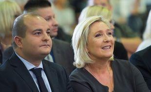 David Rachline, sénateur-maire FN de Fréjus, aux côtés de Marine Le Pen.