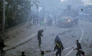 Des heurts ont éclaté à Alger entre des jeunes manifestants et la police le 1er mars 2019.