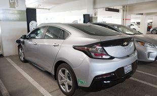 Une voiture électrique en charge en Californie. (Illustration)