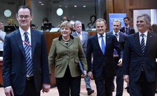 Un compromis se dessinait tôt vendredi matin entre dirigeants européens sur le futur budget de l'UE jusqu'en 2020 entre ceux, emmenés par le Royaume-Uni, qui exigent de coupes sévères dans les dépenses et les défenseurs d'un cadre plus ambitieux comme la France et l'Italie.