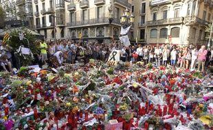 Hommage aux victimes des attentats de Catalogne sur les Ramblas de Barcelone