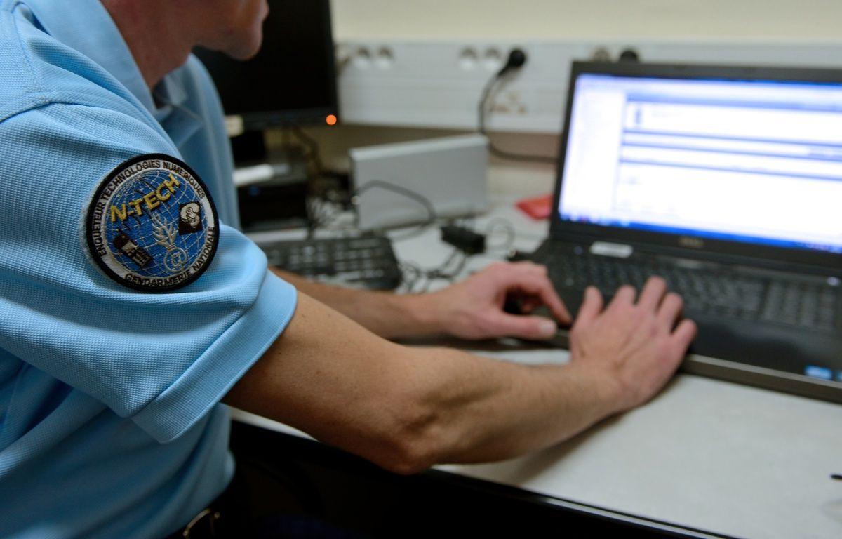 Un gendarme de la Brigade Départementale de Renseignement et d'Investigations Judiciaires à Arras le 9 janvier 2014. – DENIS CHARLET / AFP