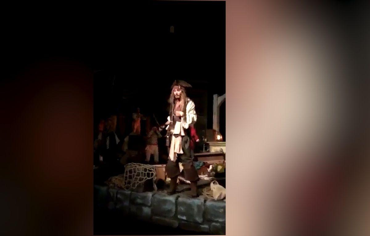 Johnny Depp s'invite dans une attraction Disney ! - Le Rewind – Capture d'écran