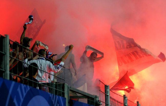 MHSC / NO : DLes supporters ont craqué de nombreux fumigènes au cours de la rencontre.