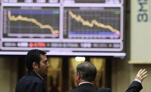 Les banques espagnoles accumulaient dans leurs bilans pour 184 milliards d'euros d'actifs immobiliers problématiques fin 2011, ce qui représente 60% de leur portefeuille, a indiqué vendredi la Banque d'Espagne, révélant les fragilités de ce secteur depuis l'éclatement de la bulle en 2008.