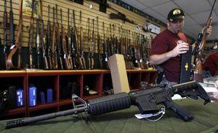 Un fusil d'assaut M4 dans une armurerie du Colorado, le 24 juillet 2012.