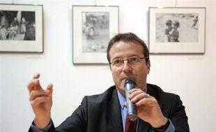 De nombreuses familles ignorent qu'elles peuvent recevoir une aide dans le cadre du Revenu de solidarité active (RSA), a estimé vendredi à Toulouse le Haut commissaire aux Solidarités actives contre la pauvreté, Martin Hirsch.