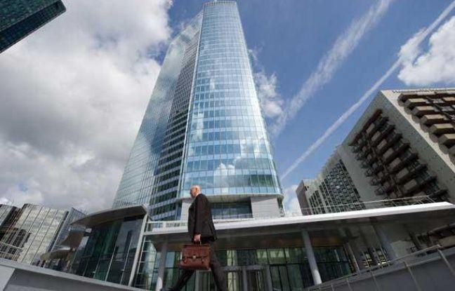 La tour First dans le quartier de La Défense est désormais la plus haute de France