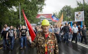 Manifestants prorusses à Donetsk, dans l'est de l'Ukraine, le 18 juin 2014