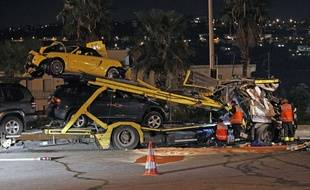Le poids lourd transportait des véhicules.