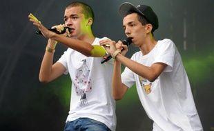 Le duo de rap français Bigflo & Oli en concert au festival des Vieilles Charrues à Carhaix-Plouguer, dans l'ouest de la France, le 18 juillet 2015