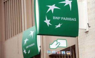 A l'heure où certaines banques étrangères désertent le marché de la banque de détail en Russie, le groupe français BNP Paribas a décidé de rester dans ce pays en misant sur le crédit à la consommation et en s'alliant à la russe Sberbank.