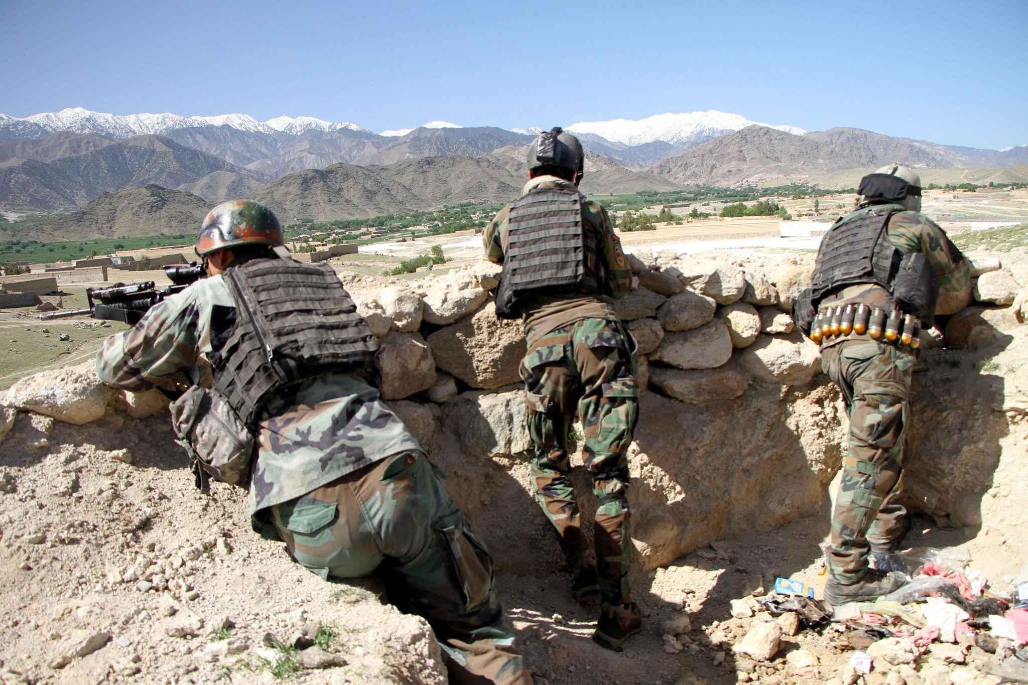 Человек в афганской форме расстрелял военных США из пулемета