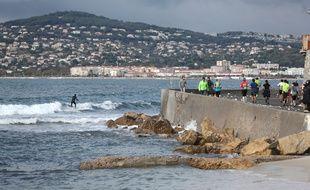 Le marathon Nice-Cannes longe la côte.