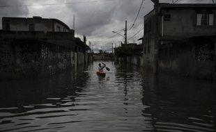 Au moins douze personnes sont mortes et dix portées disparues dans des inondations provoquées par des pluies torrentielles dans la ville d'Itaoca, à 340 km de Sao Paulo (sud-est du Brésil).