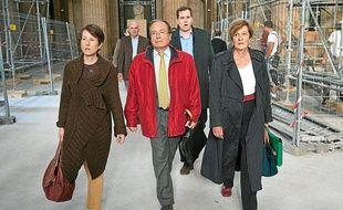 Une partie de la famille de Védrines, a à la sortie d'audience du procès des Reclus de Monflanquin.