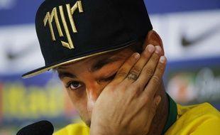 Neymar en pleurs lors d'une conférence de presse, le 10 juillet 2014