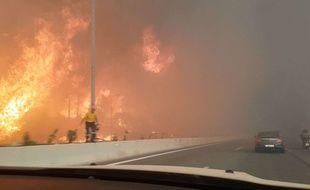 Capture vidéo du 23 juillet 2018 des incendies qui sévissent près d'Athènes, en Grèce.