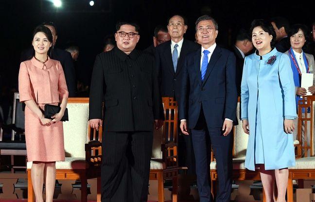 Kim Jong-un et sa femme, Ri Sol-ju (gauche), le 27 avril 2018.