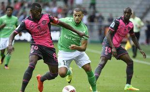 Le défenseur du TFC Steeve Yago (à gauche) devant l'attaquant de Saint-Etienne Oussama Tannane, lors du match de Ligue 1 à Geoffroy-Guichard, le 29 août 2016.