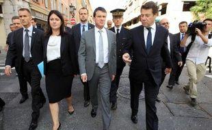 """Le ministre de l'Intérieur Manuel Valls a dit mardi comprendre """"l'exaspération et la colère des commerçants"""" après le braquage d'un bijoutier qui a tué l'un de ses agresseurs la semaine dernière à Nice, mais, selon lui, """"il n'y a pas de recette miracle""""."""