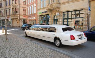 Une limousine blanche (illustration).