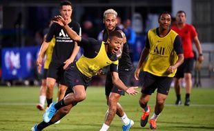 Abdou Diallo (en arrière plan) est déjà fan de Kylian Mbappé.