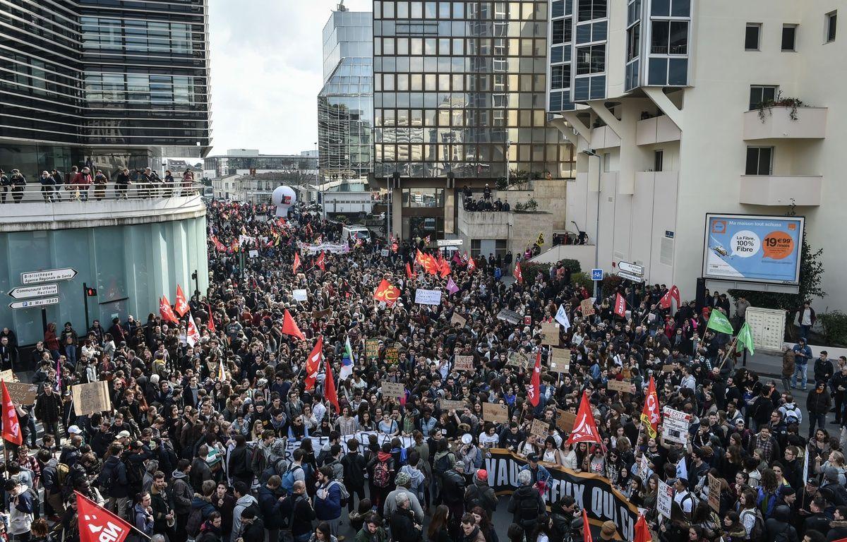 Des manifestants contre la réforme portée par la ministre du Travail El Khomri, le 17 mars 2016 à Bordeaux. – Ugo Amez/SIPA