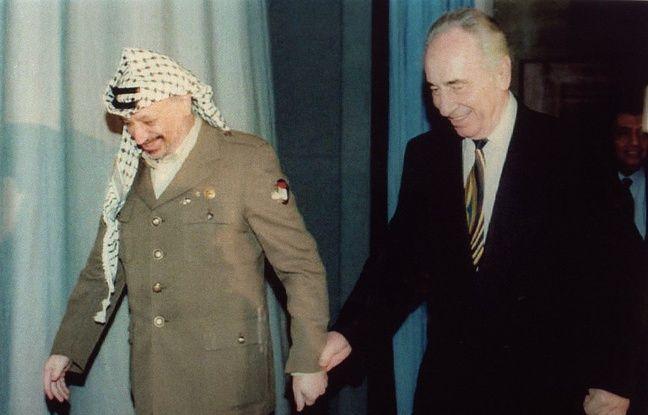 Shimon Peres et Yasser Arafat en 1994.
