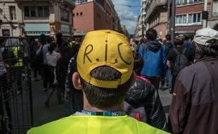 Un manifestant dans les rues de Toulouse, le 11 mai 2019.