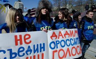 Des opposants à Vladimir Poutine manifestent le 4 février 2012 à Vladivostok, en Russie.