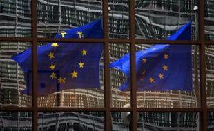 La Commission européenne veut mieux encadrer et rendre plus transparents les indices de référence, en particulier les taux interbancaires comme le Libor, utilisés dans de nombreux contrats notamment immobiliers, et au centre d'un vaste scandale de manipulations.