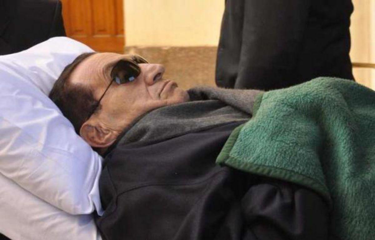 Les Egyptiens attendaient les résultats de la première présidentielle depuis la chute l'an dernier de l'ex- président Hosni Moubarak, qui se trouvait dans le coma mercredi après son transfert de prison vers un hôpital militaire du Caire. –  afp.com