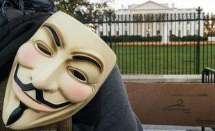 Un militant portant le masque Anonymous face à la Maison Blanche, le 5 novembre 2015