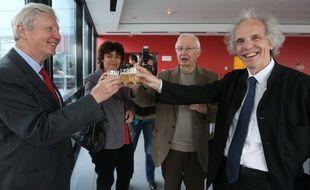 Le président de l'université Alain Beretz (à droite) est pressenti pour rejoindre le ministère de l'Education nationale, de l'Enseignement supérieur et de la Recherche pour un poste à la tête de la direction de la Recherche et de l'Innovation. Ici, avecJules Hoffmann prix Nobel de médecine 2011 et  Jean-Marie Lehn, Nobel de chimie 1987 (Archives)