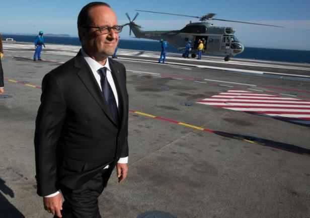 Fran ois hollande garde le cap et souhaite acc l rer les - Porte avions charles de gaulle journal de bord ...