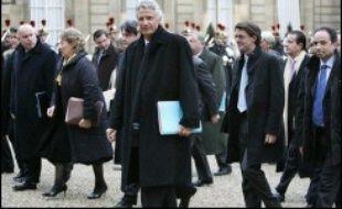 """Dominique de Villepin s'est engagé mercredi à """"jeter les bases d'un droit au logement opposable"""" d'ici aux élections, dans son discours de voeux du gouvernement au président Jacques Chirac rendu public par Matignon."""