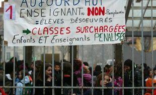 De plus en plus de parents protestent contre le non-remplacement des profs absents. A Lyon, le 25 mars 2011, à l'école Aveyron.