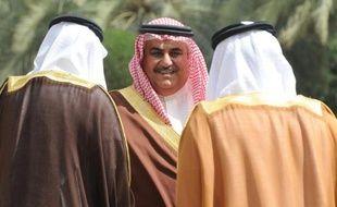 Le ministre des Affaires étrangères du Bahreïn, Cheikh Khaled bin Ahmed al-Khalifa (c), lors du Conseil de coopération du Golfe (CCG)à Ryad le 4 mars 2014