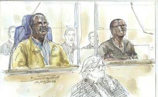"""Un croquis d'audience représente Tito Barahira (à gauche) et Octavien Ngenzi, deux maires rwandais accusés d'avoir orchestré des """"exécutions massives"""" en 1994, à la barre à Paris le 10 mai 2016"""