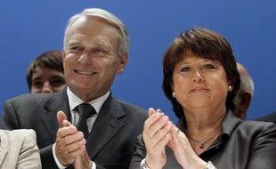 Jean-Marc Ayrault et Martine Aubry ont voulu serrer les rangs socialistes, mardi en présentant leur contribution à la veille du conseil national du PS, acte 1 du congrès d'octobre, mais Benoît Hamon a décidé de signer son propre texte, comme d'autres responsables socialistes.