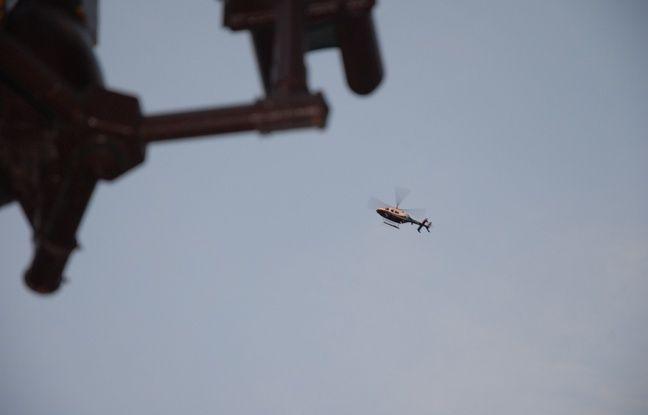 Un hélicoptère survole la manifestation contre Trump, à New York, le 12 novembre 2016