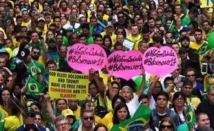 Les supporters de Jair Bolsonaro, le candidat d'extrême droite élu président du Brésil, laissent exploser leur joie.