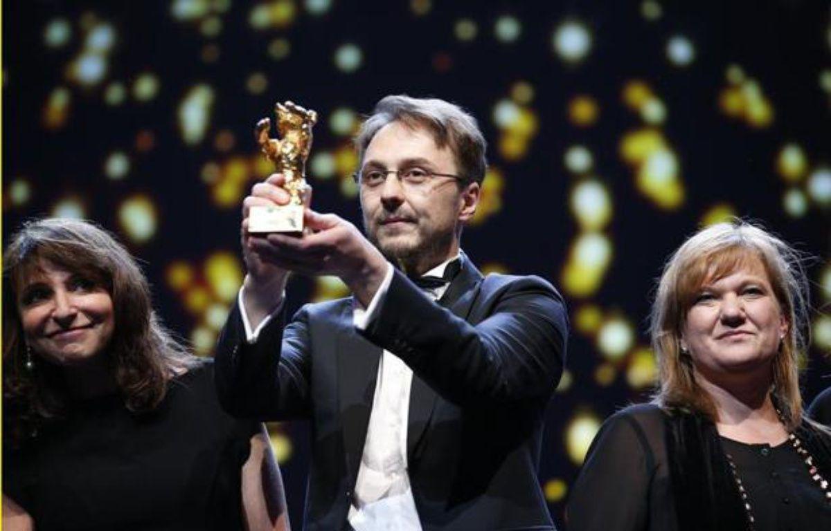 Le réalisateur roumain Calin Peter Netzer a remporté l'Ours d'or du festival de cinamé de Berlin pour son film «Child's Pose», le 16 février 2013. – Fabrizio Bensch/ Reuters
