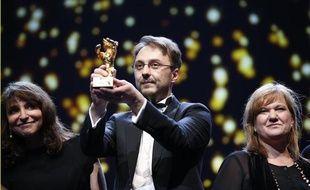 Le réalisateur roumain Calin Peter Netzer a remporté l'Ours d'or du festival de cinamé de Berlin pour son film «Child's Pose», le 16 février 2013.