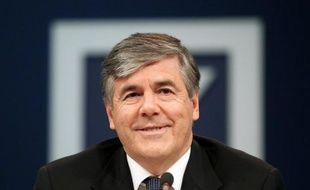 Le patron de Deutsche Bank Josef Ackermann a perçu une rémunération de 6,3 millions d'euros, dont 1,65 millions de salaire de base, au titre de l'année 2011, soit à peu près le même montant qu'en 2010, a annoncé mardi la première banque allemande qui publiait son rapport annuel.