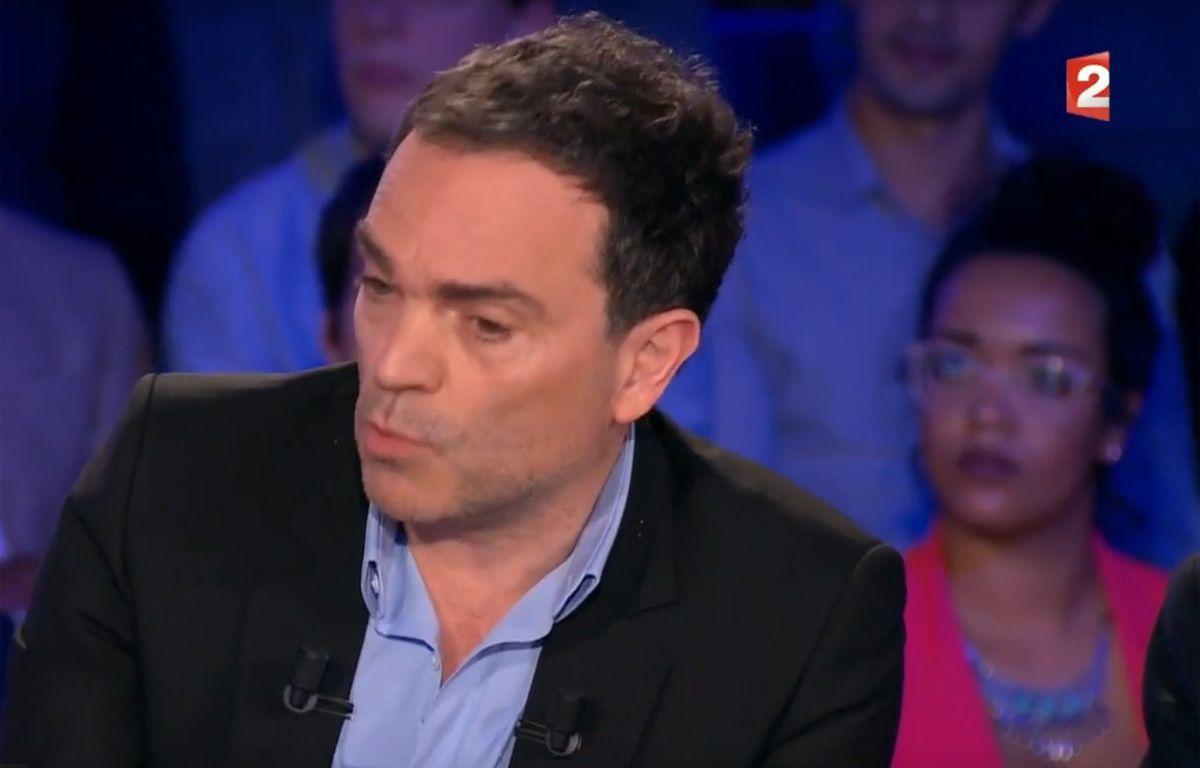 Yann Moix, sur ONPC le 29/04/17. – Capture d'écran France 2